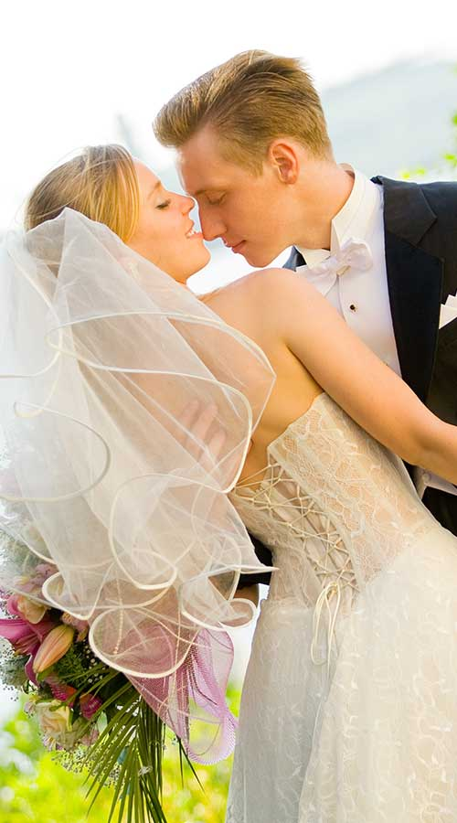 North Carolina Wedding Venue, Bride and Groom Kissing